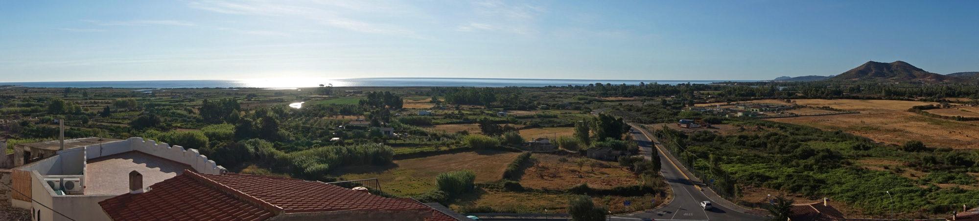 Über den Dächern von Posada - Blick über das Land
