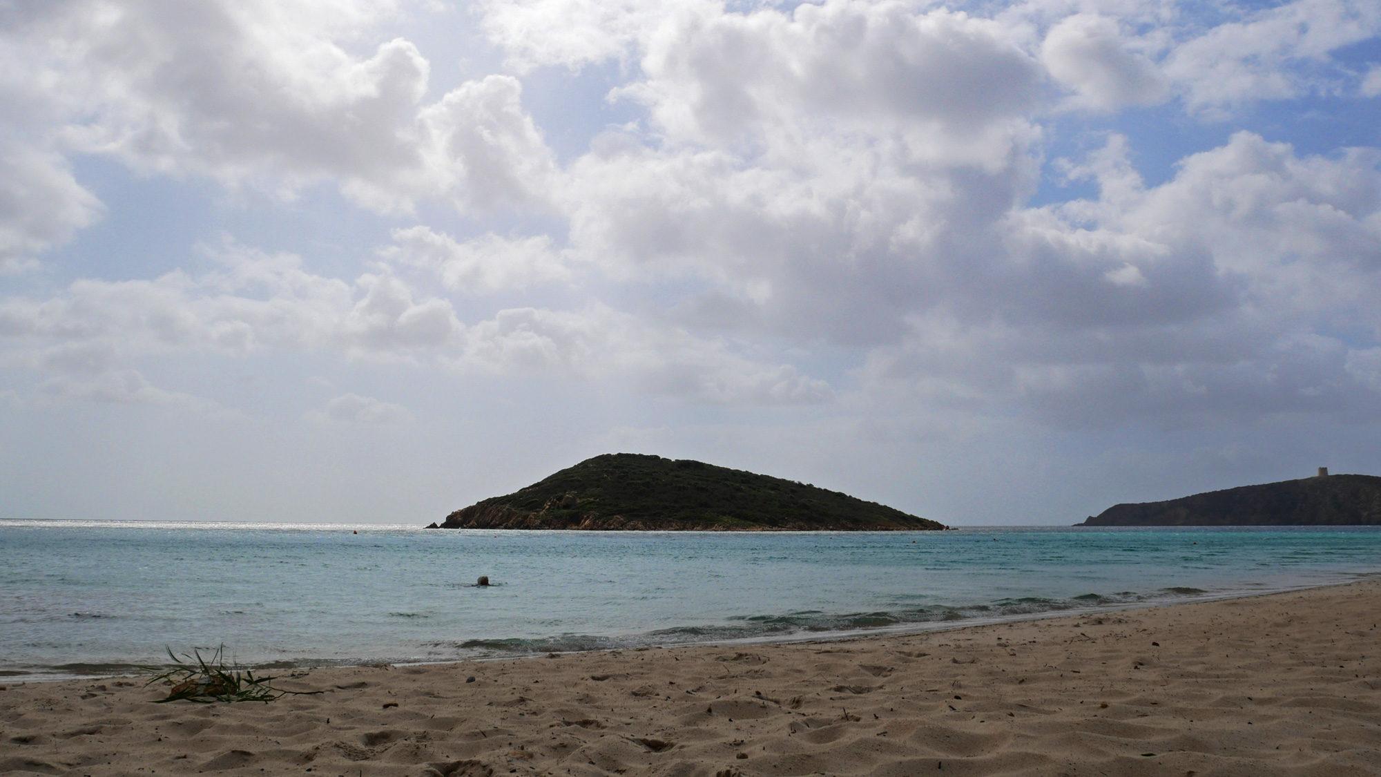 Der Strand Tuerredda mit seiner Schildkröten-Insel