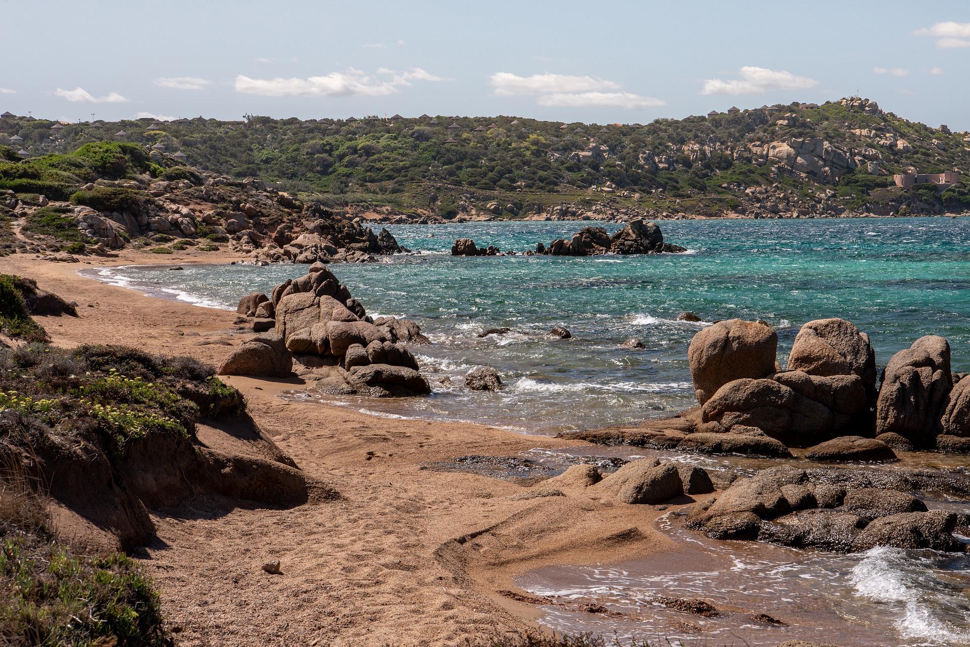 Strand inmitten von La Maddalena