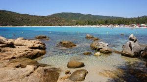 Die Cala Pira ist im Sommer gut besucht