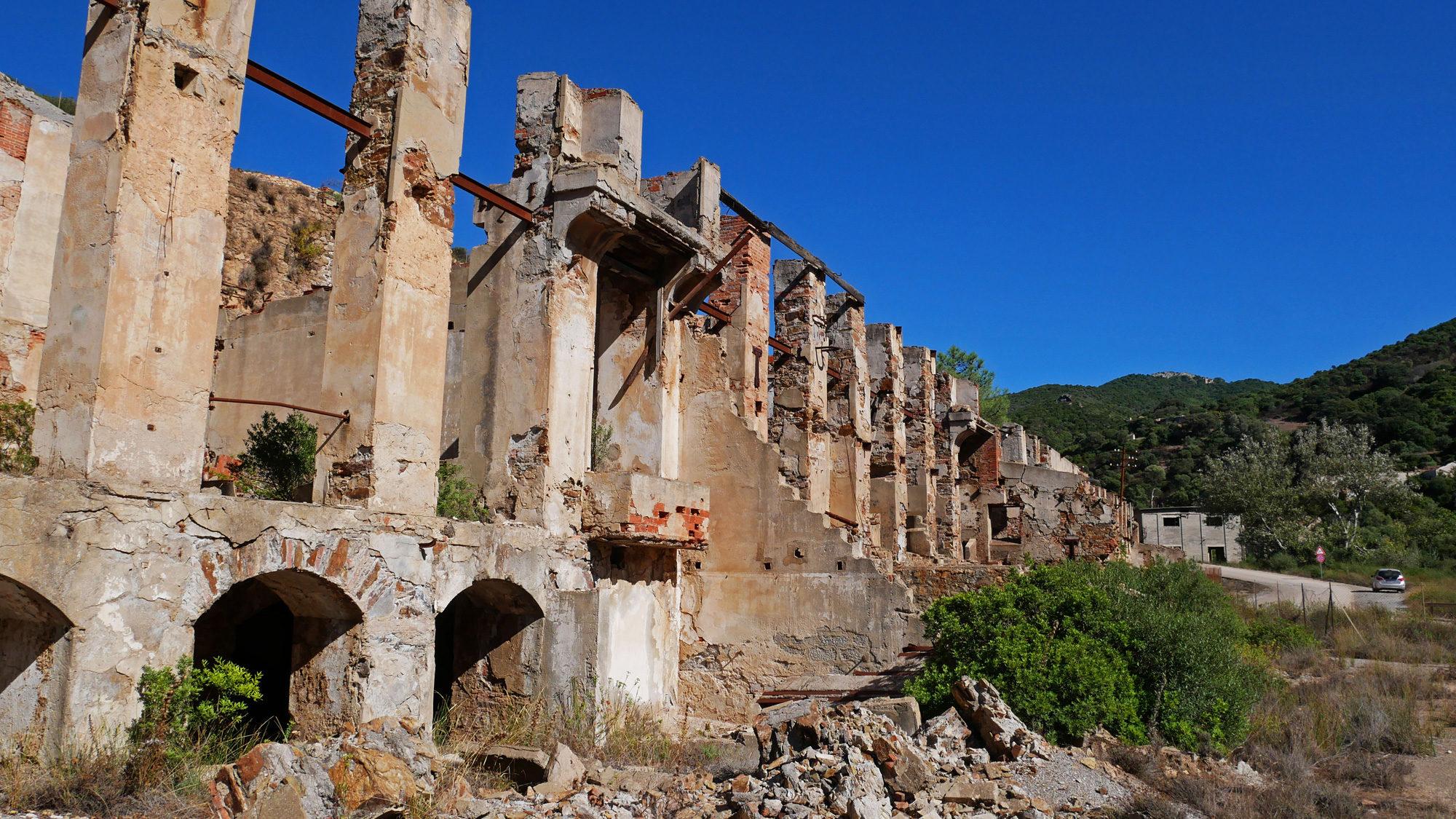 Morbider Charme der Miniera di Naracauli