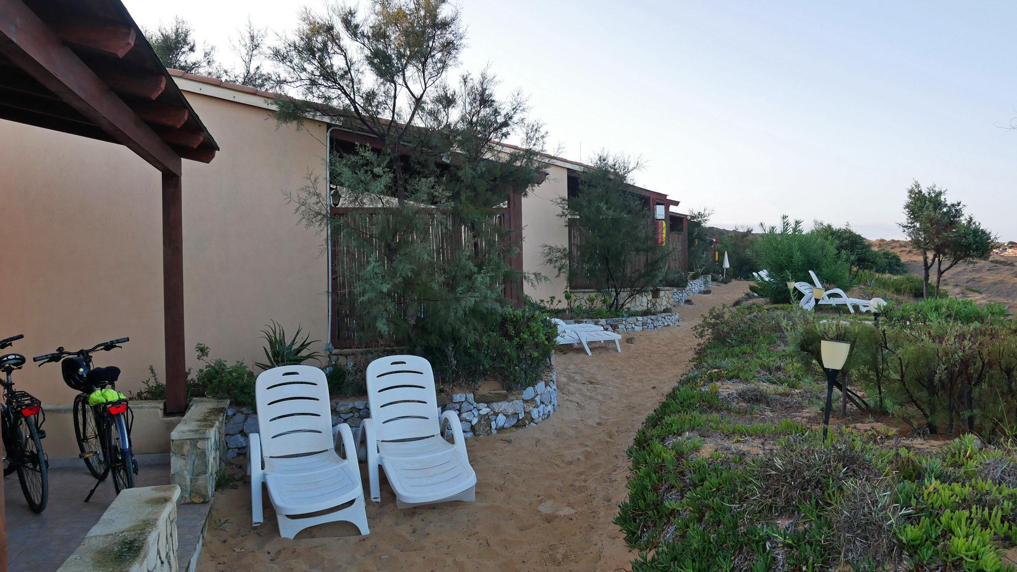 Die Bungalows des Hotels Villagio Sabbie d'Oro