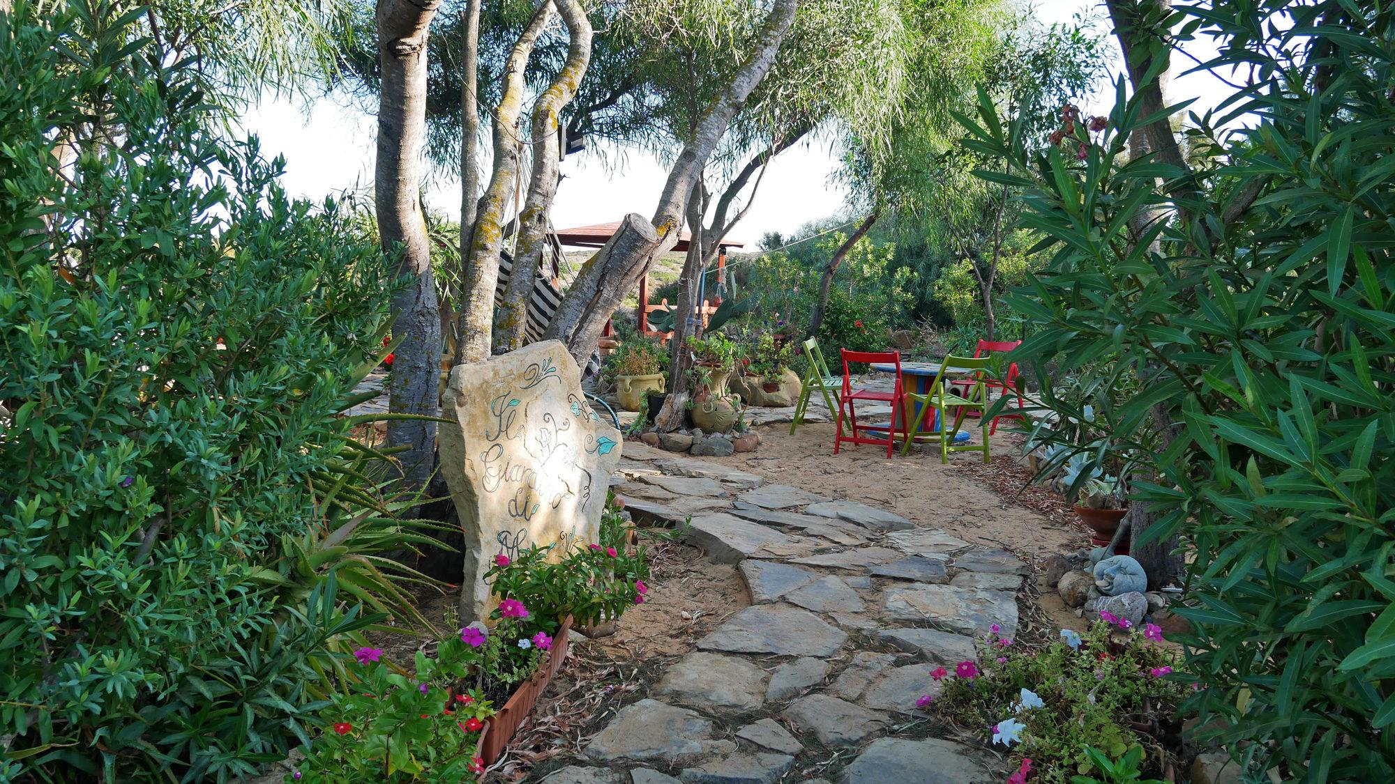 Kleine Gartenanlage am Hotel