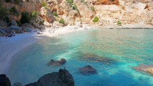 Blick über die Cala Gabbiani