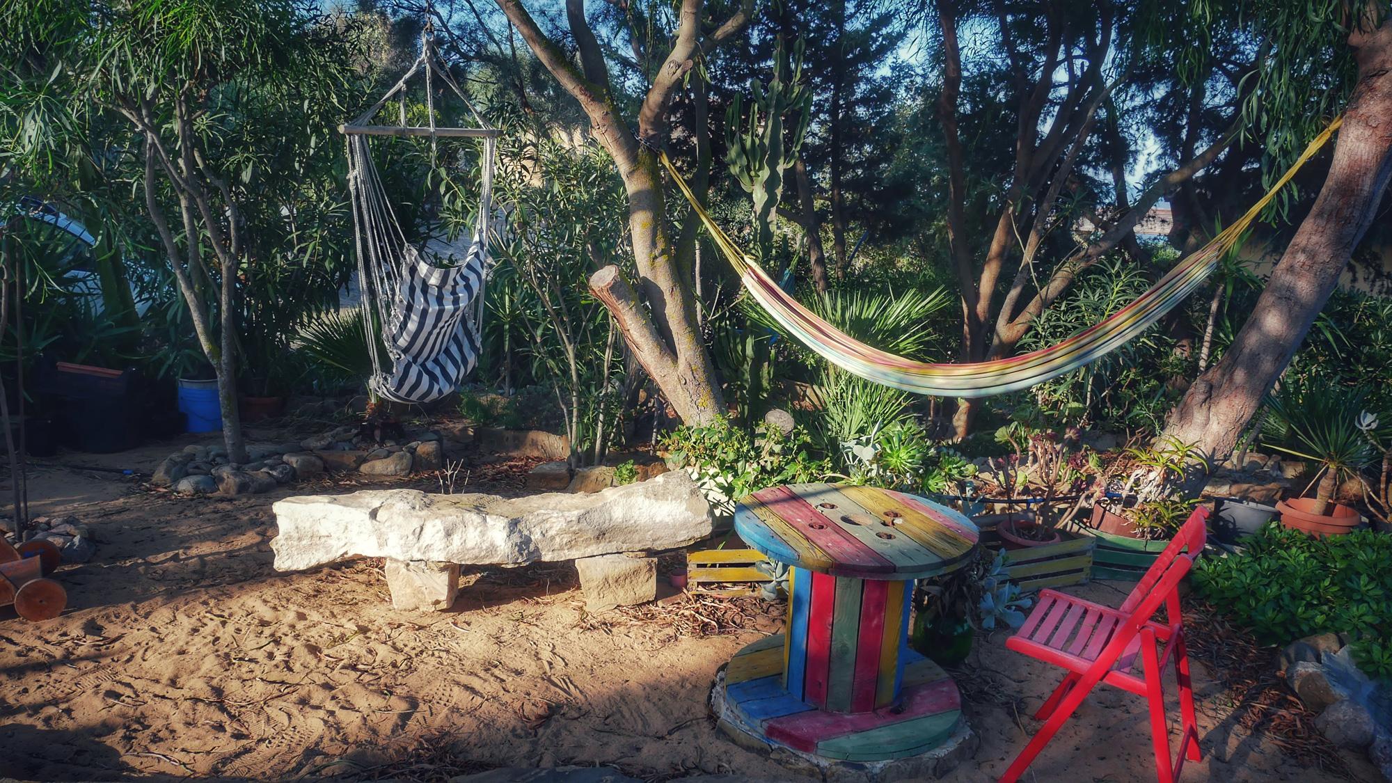 Garten des Hotels: Platz zum Entspannen