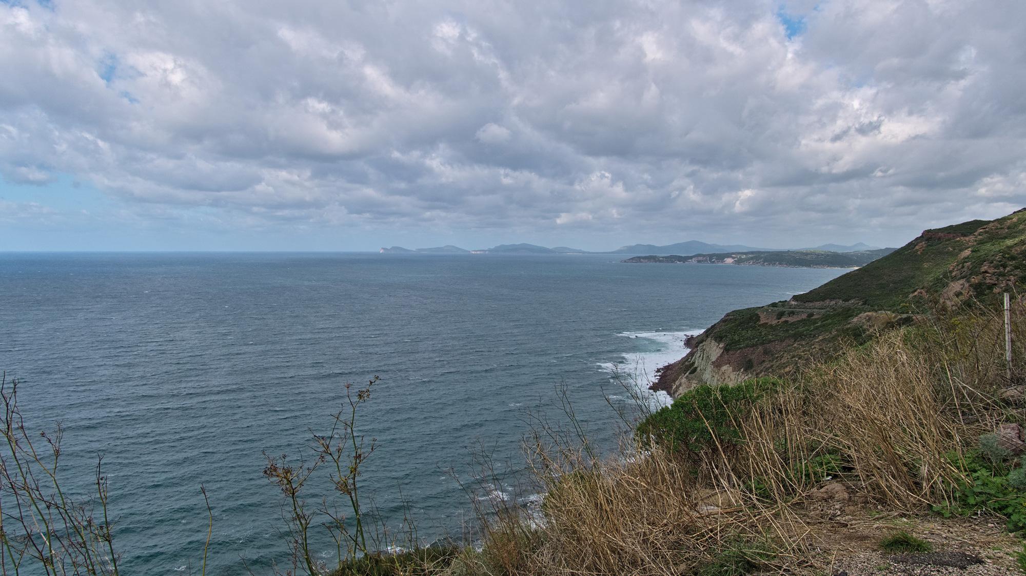 Wilde und menschenleere Küste zwischen Alghero und Bosa