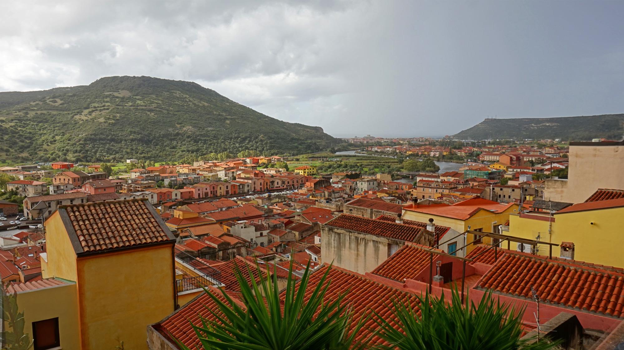 Ausblick über Bosa vom Castello aus