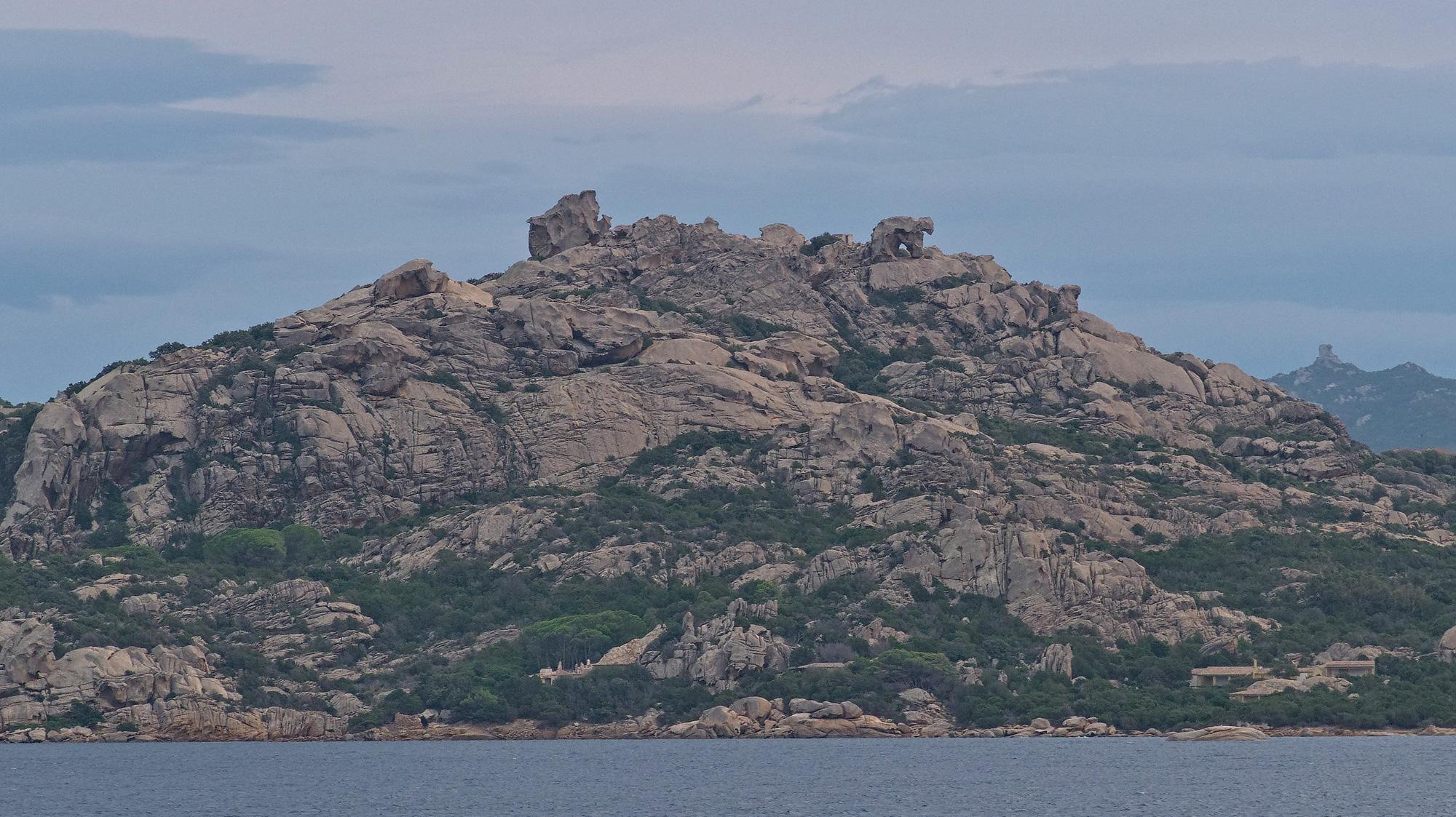 Das Capo d'Orso von der Maddalena-Fähre