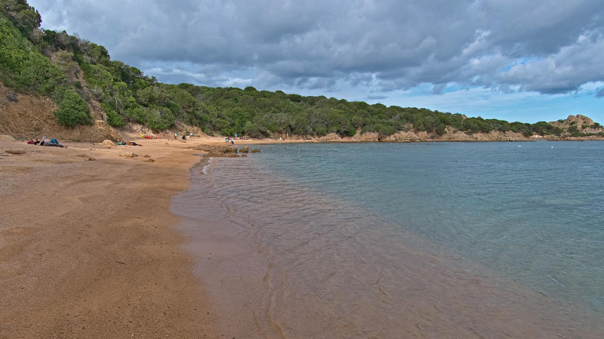Perfekter WIndschutz am Spiaggia del Costone auf Maddalena