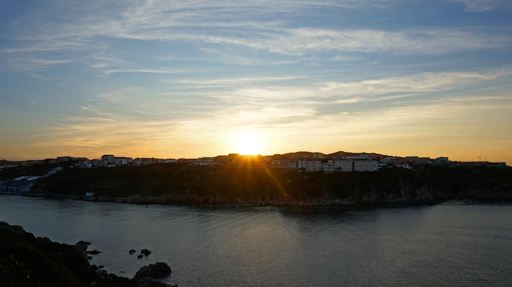 Die Sonne geht unter über Santa Teresa Gallura